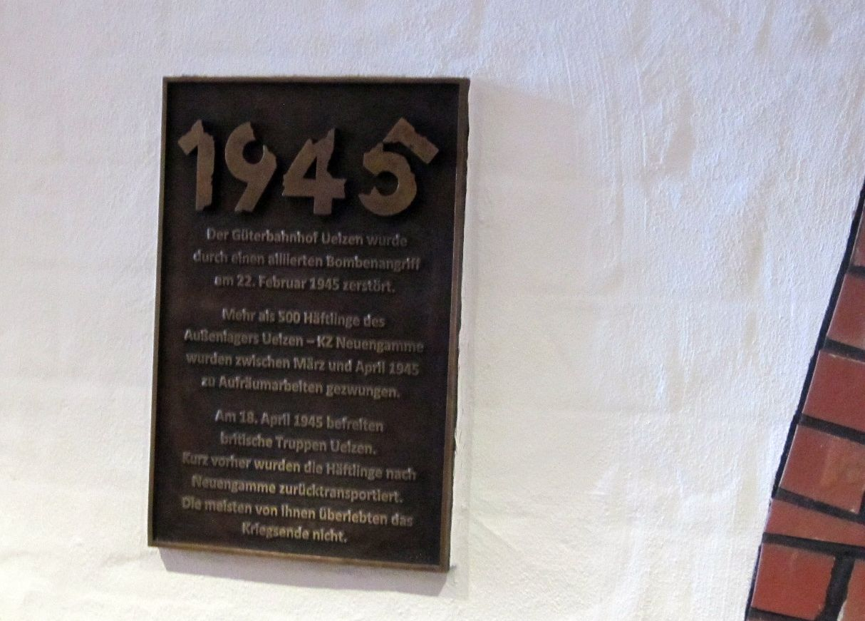 Gedenktafel im Hundertwasser Umweltbahnhof Uelzen
