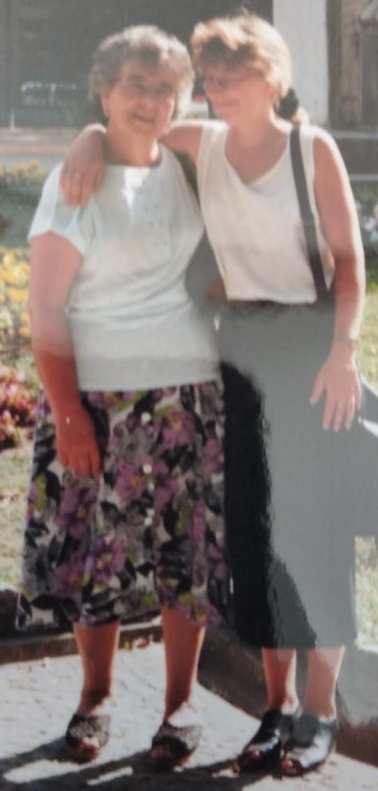 Fatima Bonhage mit ihrer Mutter.